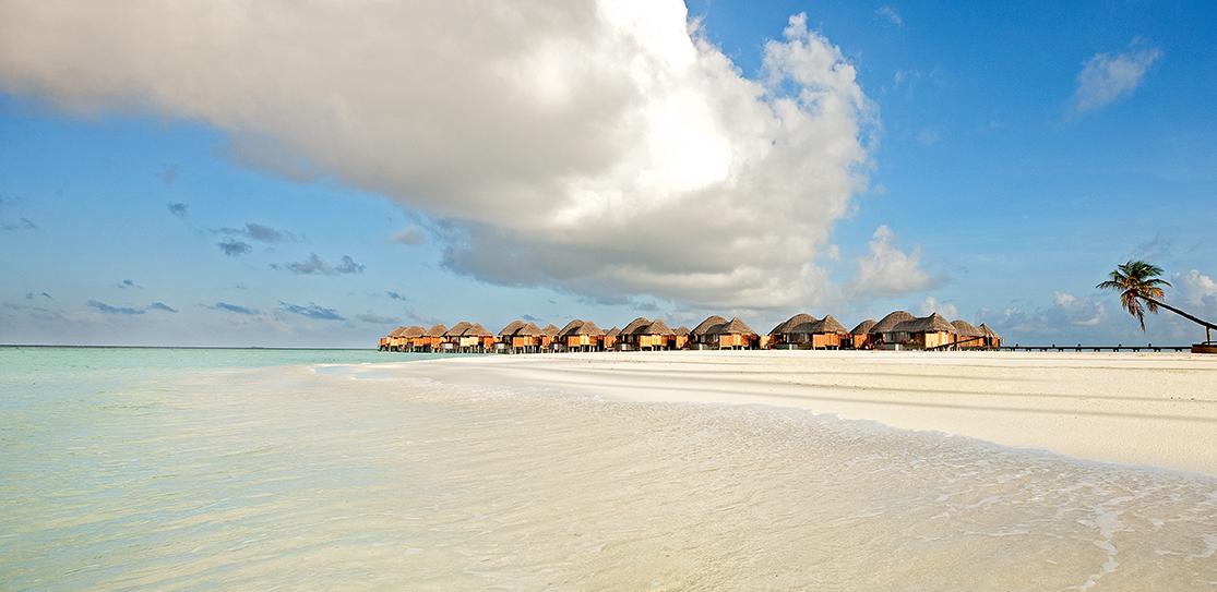 halaveli-maldives-main-building-2